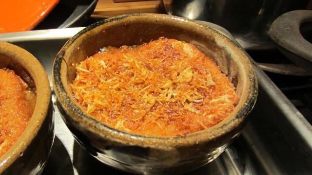 Zwiebelsuppe im Ofen überbacken