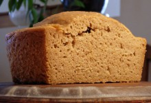 Gedämpftes Brot mit gekochtem Reis und Miso